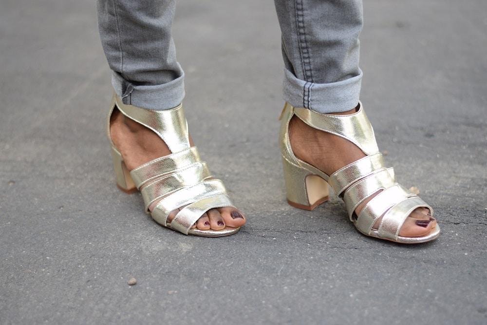 sandales dorées profil