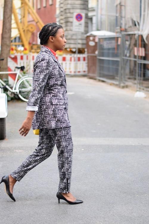 tailleur-pantalon-imprimé-graphique-color-blocking-chantier-go