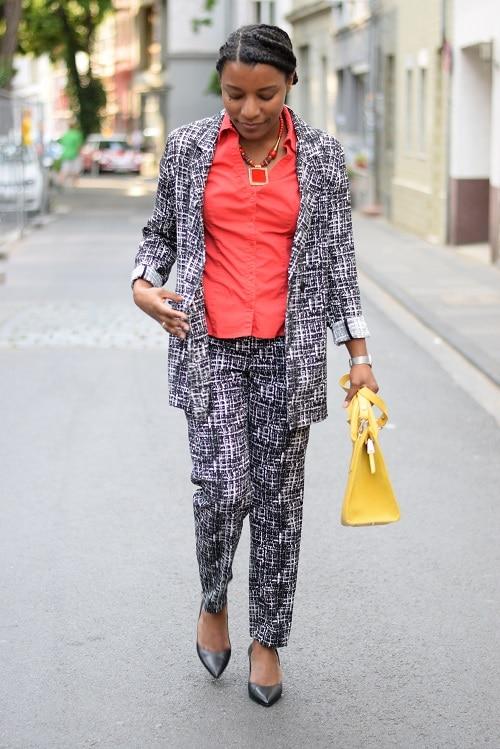 tailleur-pantalon-imprimé-graphique-color-blocking-zupf