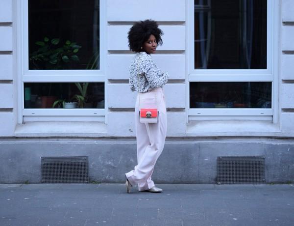 pantalon-large-rose-pastel-chaussures-plates-de-dos