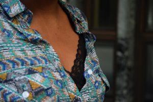 top-dentelle-chemise-ethnique-verte