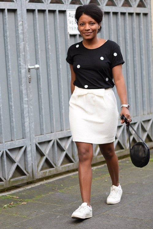 jupe crepe blanche t-shirt a pois sac cuir rond entier