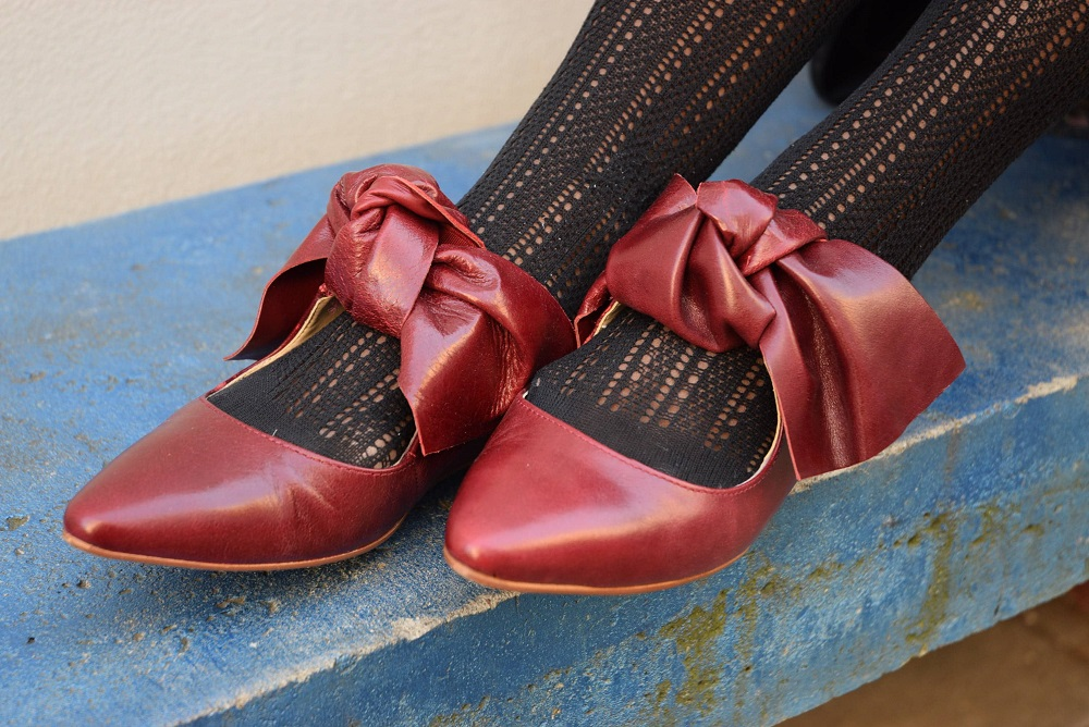 Porter des ballerines rouges au bureau deadlines dresses
