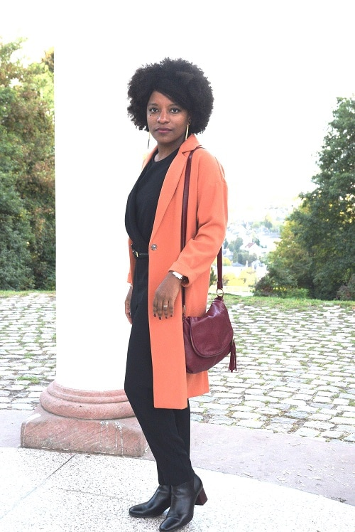 bottines-talon-carre-jumsuit-noir-manteau-orange