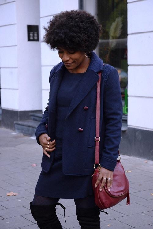 caban-bleu-marine-robe-et-cuissardes