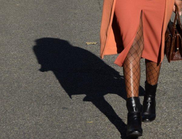 jupe-crayon-fendue-devant-orange-top-shop-collant-resille