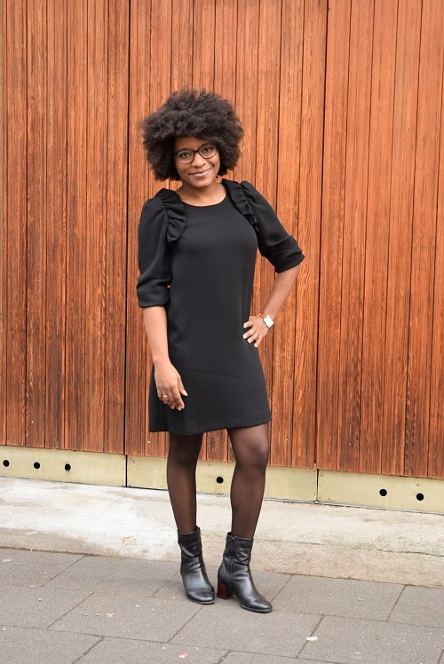 Comment porter petite robe noire en hiver