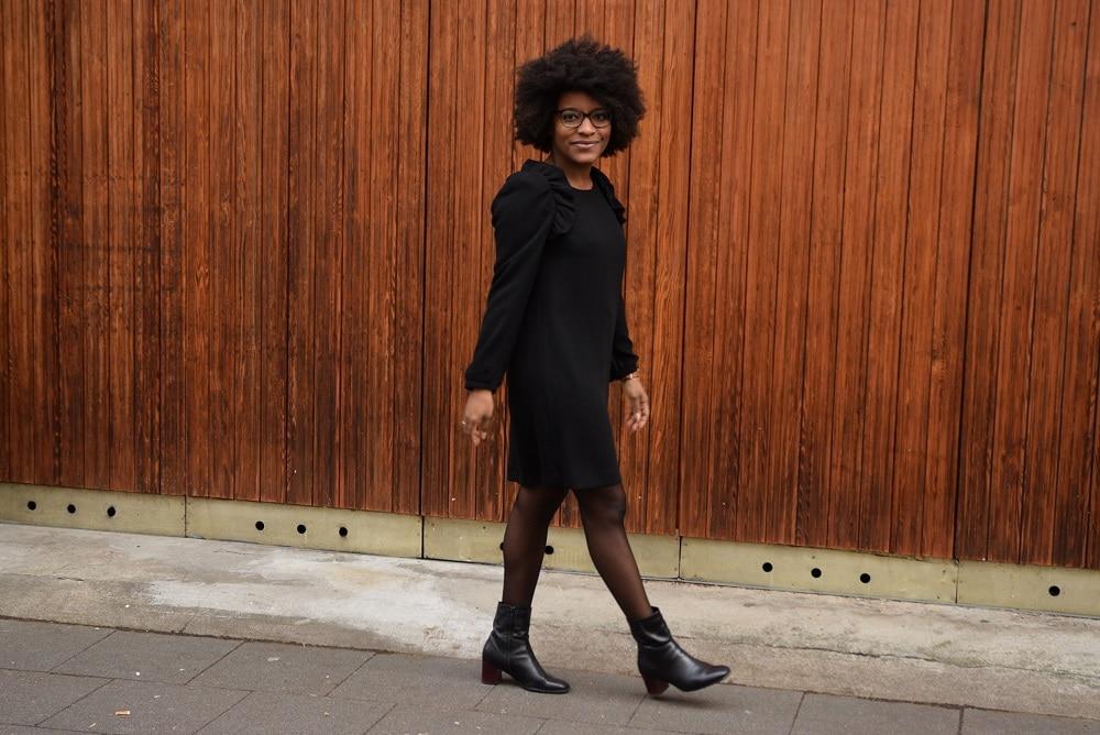 petite robe noire pour aller au bureau