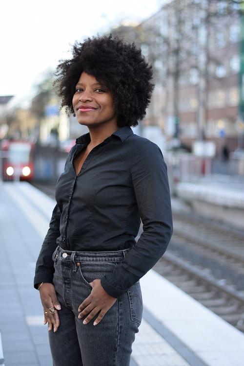 portrait jean mom sur le quai du tram
