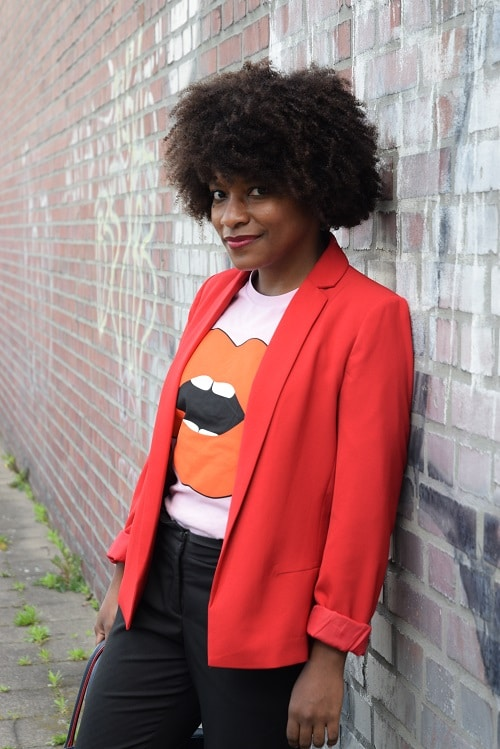 t-shirt a message blazer rouge a levres working girl