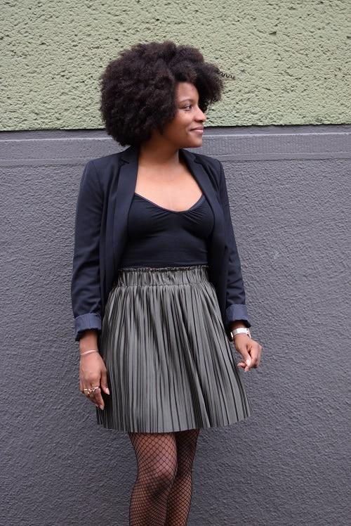 jupe plissée courte collant résille