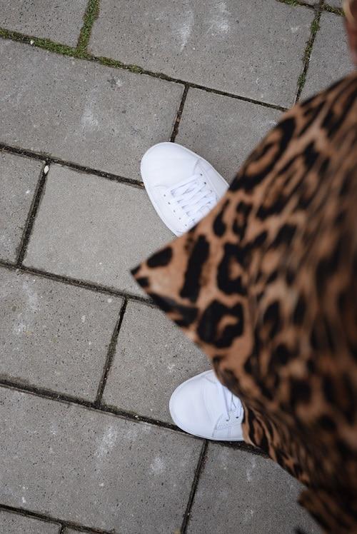 baskets blanches de haut robe leopard