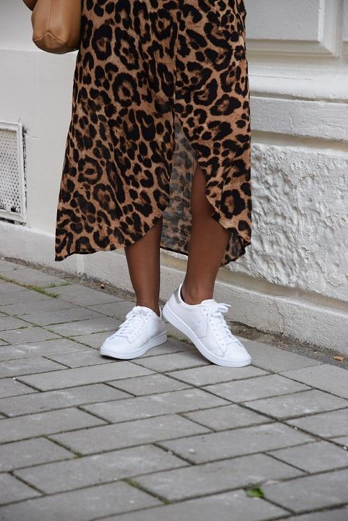 robe leopard détail jambes