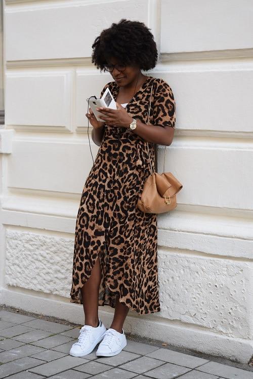 robe leopard smartphone musique