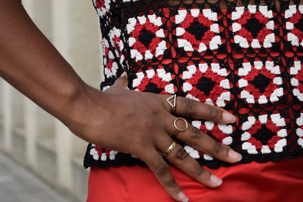 détail jupe taille haute top en crochet