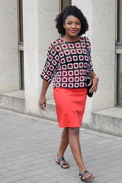 tenue de bureau été top en crochet jupe droite rouge