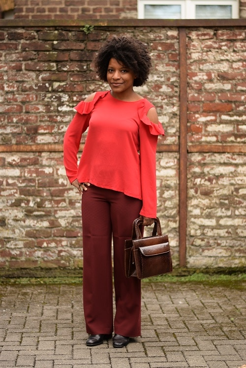 pantalon large bordeaux top a volants de face