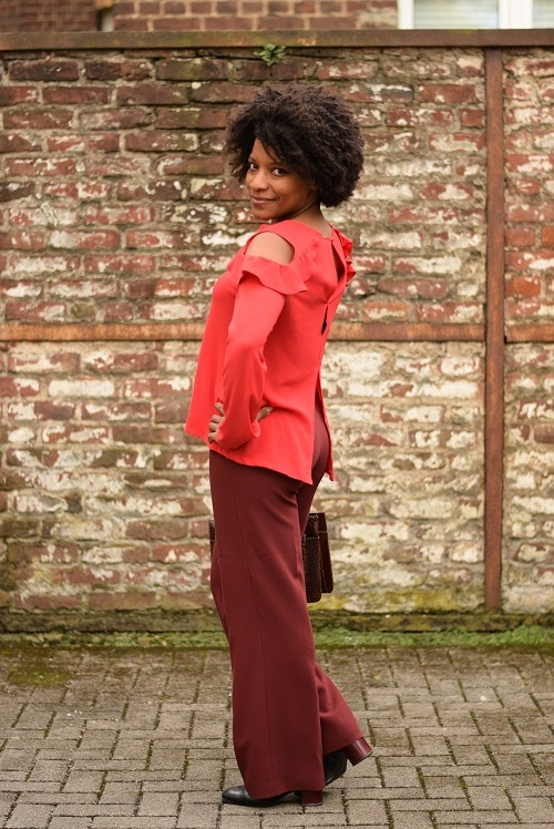 pantalon large bordeaux top a volants rouge sac croco