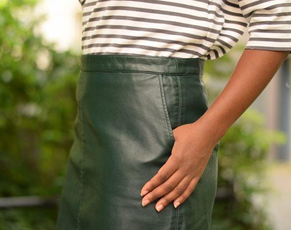 porter une jupe droite en cuir au bureau teaser