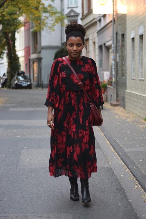 robe rouge et noire grosses fleurs longue fluide