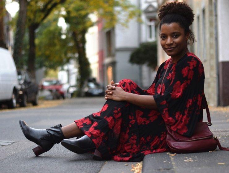 robe longue fleurie rouge midi besace cuir bordeaux