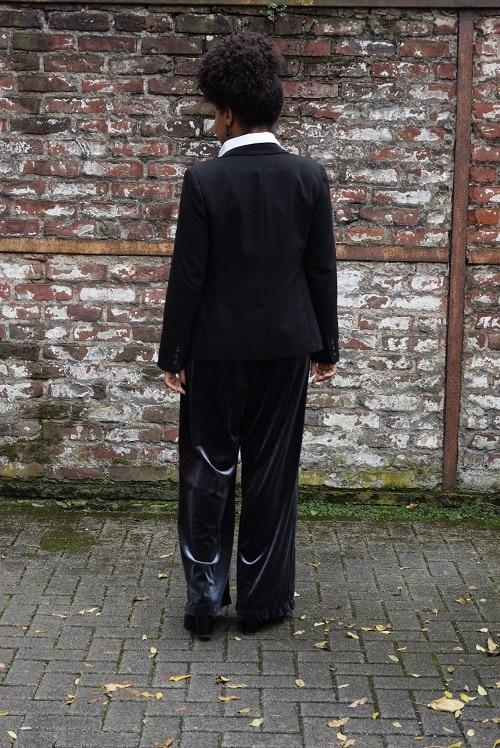 combinaison pantalon velours bleu gris blazer noir