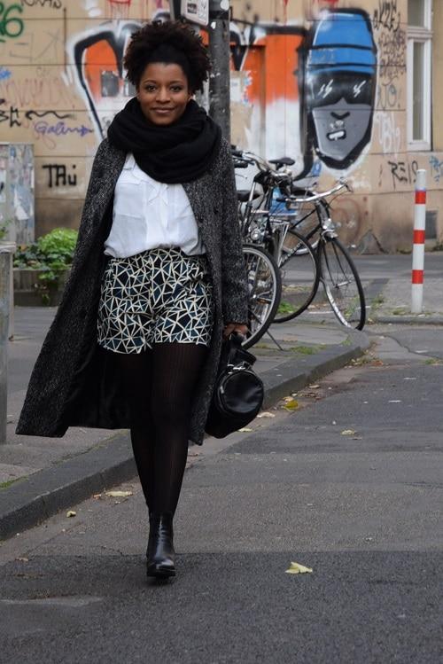 streetstyle short de ville grosse écharpe laine noire