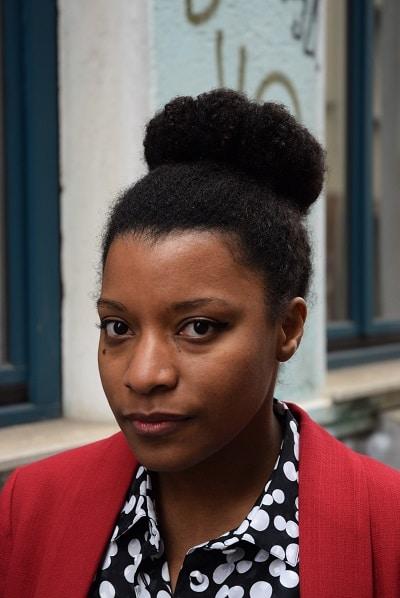 coiffure afro pour le travail chignon strict
