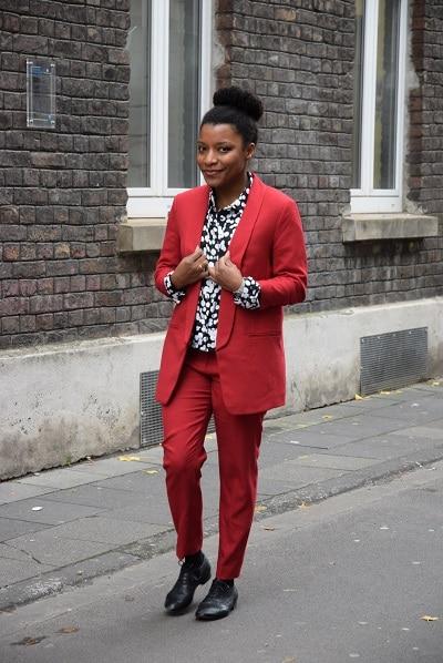 tailleur veste coupe boyfriend pantalon cigarette rouge