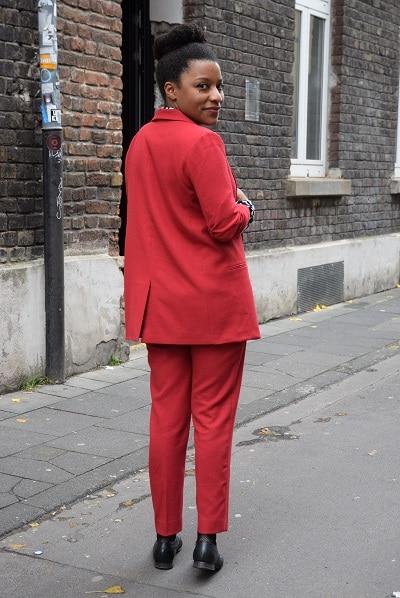 tetal look rouge en tailleur masculin féminin